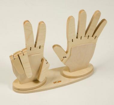 Manos de madera para aprender a contar